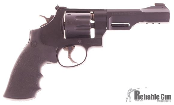 Picture of Used Smith & Wesson Model 327 TRR8 Double-Action 357 Mag, 8rd, Original Case and Kit (Rails and Moonclips), Very Good Condition